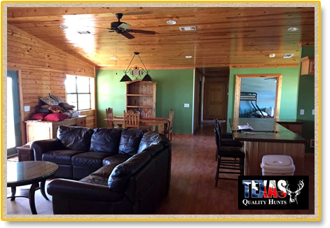Texas Quality Hunts - Hunting Lodge interior 1